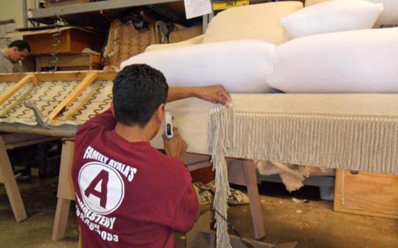 Tuyển thợ đóng mới sofa,bọc ghế sofa tay nghề cao