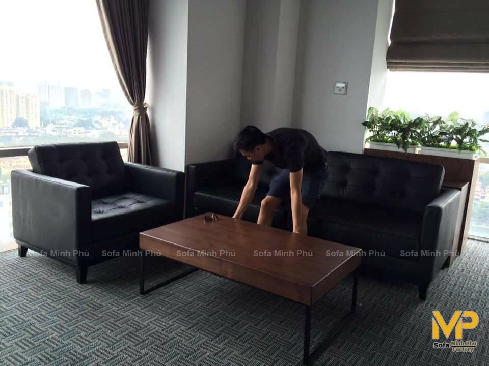 Bàn giao ghế sofa da thật cho nhà chị Ninh – Kim Đồng